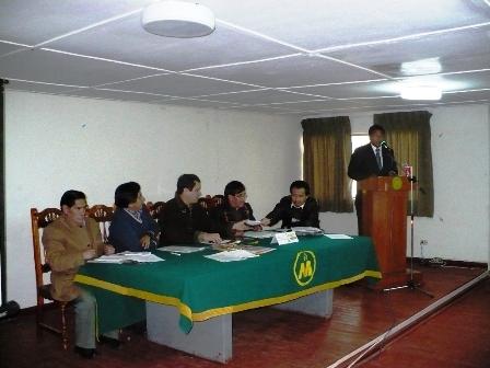 De izquierda a derecha, el Lic. Lizandro Huere, el Econ. Eduardo Carhuaricra, el Lic. Luís Iberíco, el Lic. Hugo Apestegui y José Balarezo